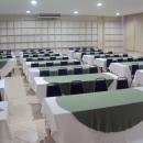 Auditórios climatizados, com excelente acústica e cadeiras acolchoadas garantem conforto aos participantes